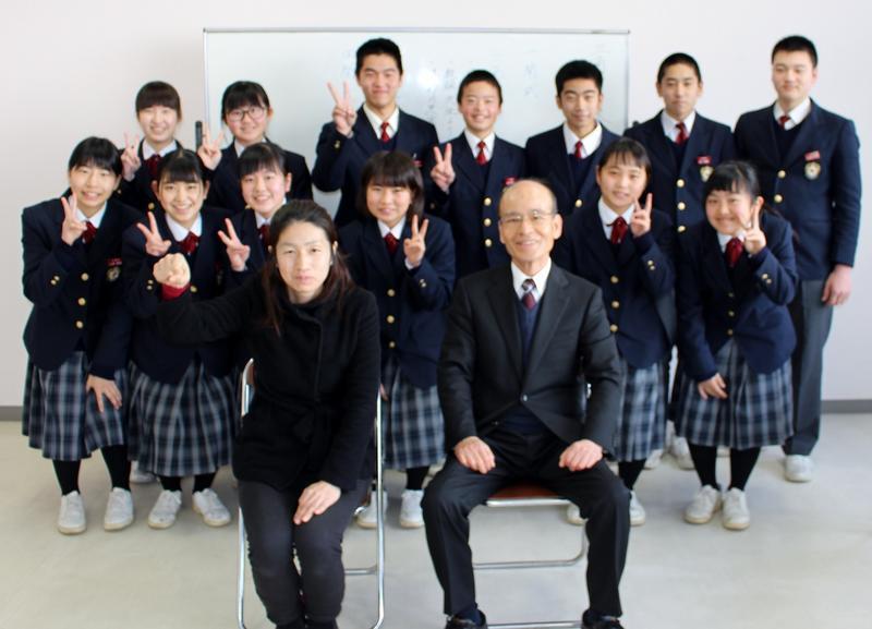 講師の先生を囲んで記念写真